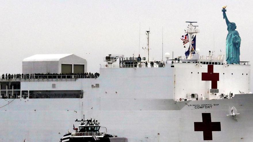 Nueva York recibe un buque hospital con 1.000 camas