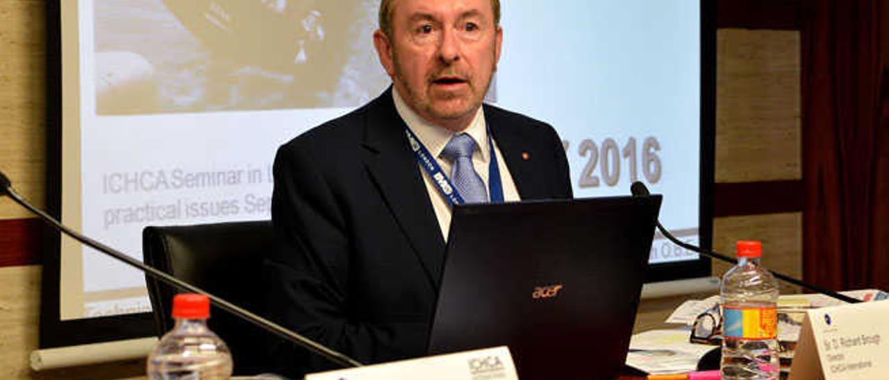 Richard Brough, ayer durante la conferencia.