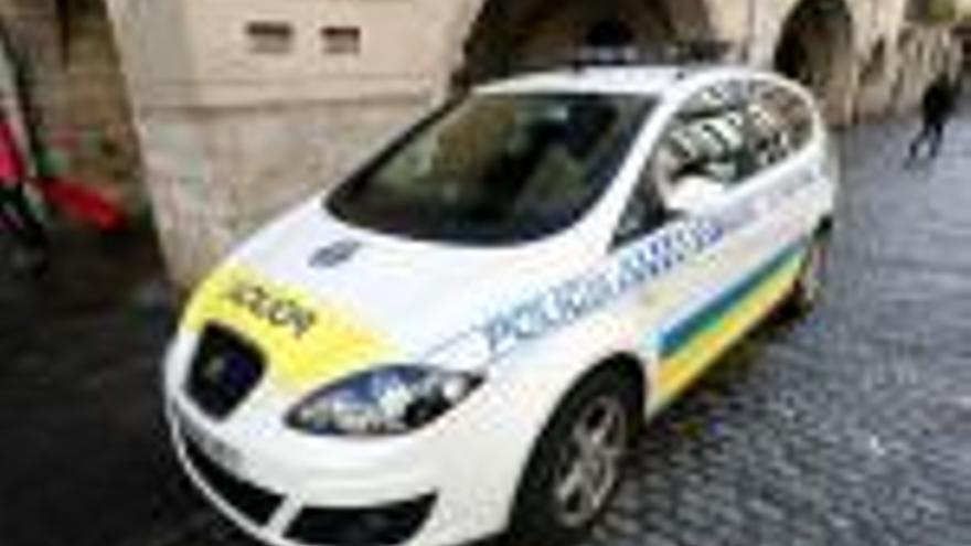 Un jutge obliga Girona a concedir  un permís d'excedència a un agent