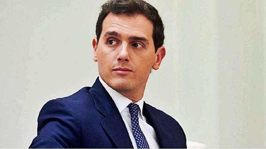 """""""Una mezcla de Jesulín y Felipe Reyes"""": La viral foto de Albert Rivera en la orla del Instituto"""