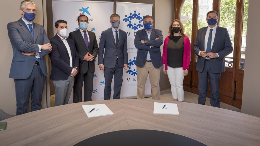 IVEFA y CaixaBank firman un convenio para potenciar el desarrollo de la empresa familiar