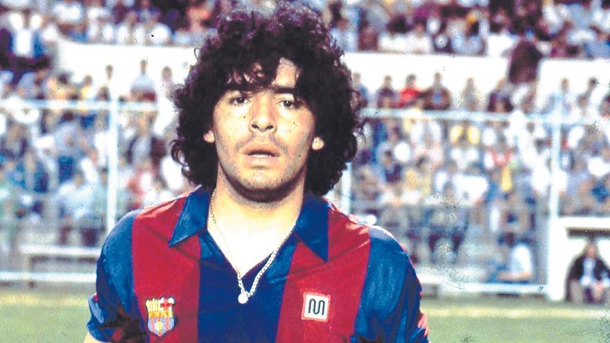 Maradona, dios sucio de barro humano