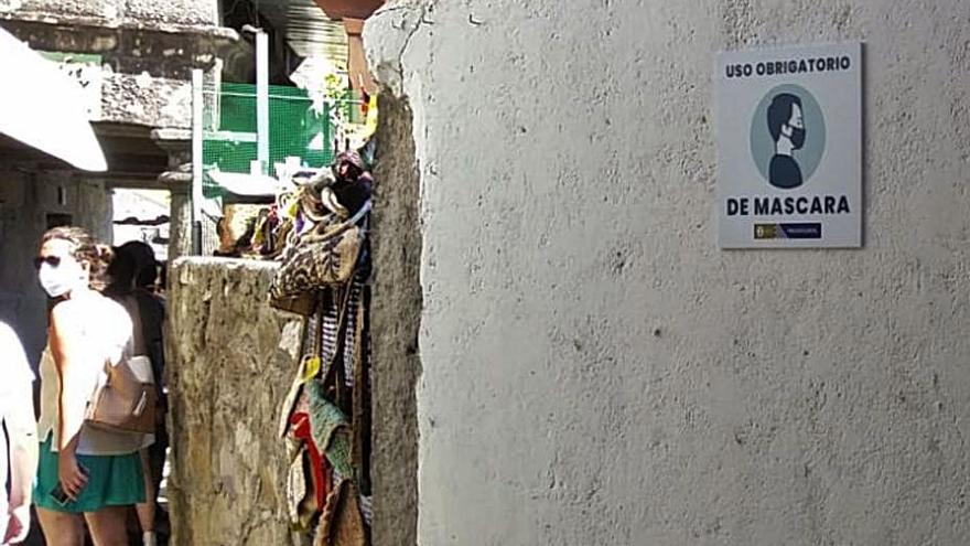 Poio subraya la obligación de la mascarilla en las calles del centro histórico de Combarro