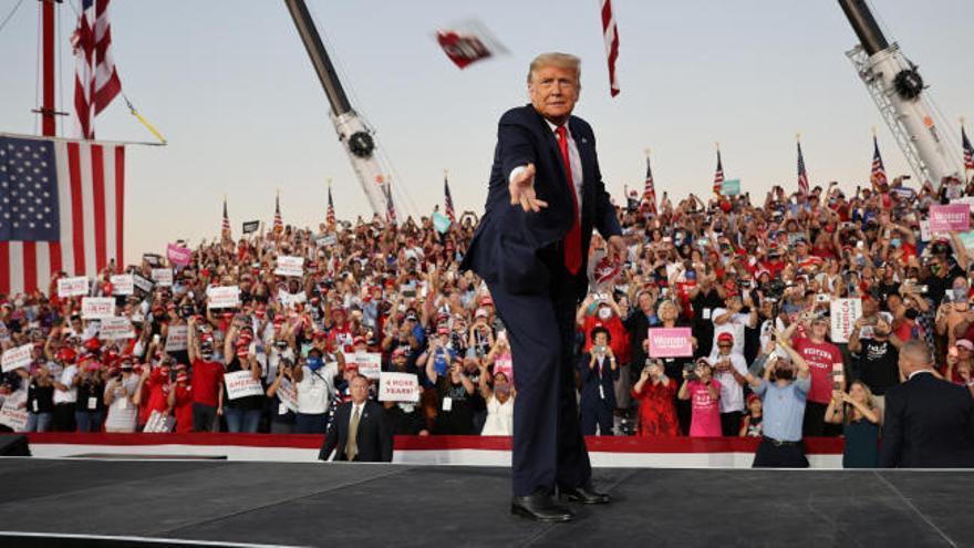 """Trump da negativo y relanza su campaña: """"Soy inmune"""""""