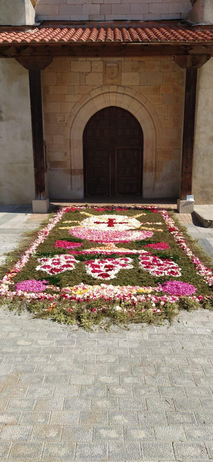 Alfombra floral en Villaralbo