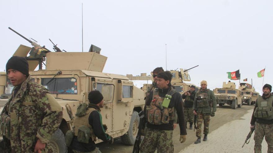 Un avión de pasajeros se estrella en Afganistán