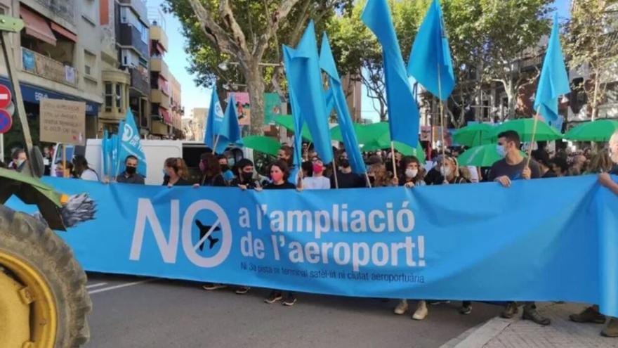 10.000 manifestantes en Barcelona contra la ampliación del aeropuerto