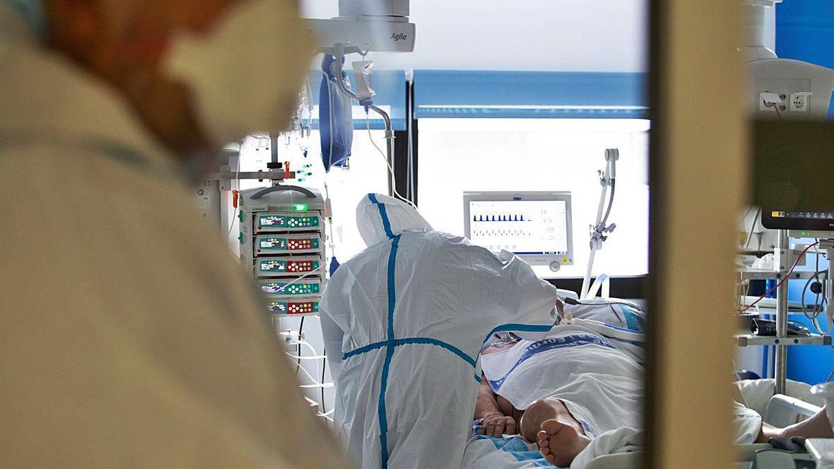 Interior de la UCI Covid del Hospital Can Misses.