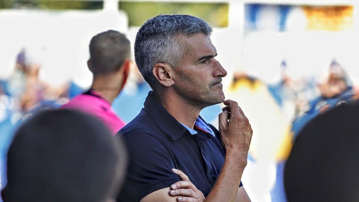 Vicente Parras, técnico del Alcoyano, durante el último partido disputado en El Collao.  