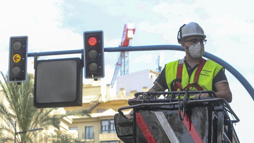 Arranca la instalación de las luces de Navidad en Alicante