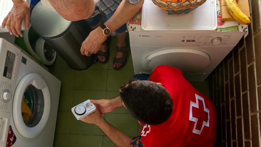 Creu Roja atén més de 440 famílies gironines amb pobresa energètica