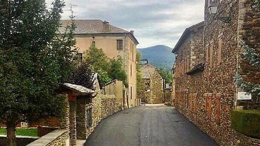 Puigcerdà completa les obres de reforma del carrer de la Font, que travessa Age