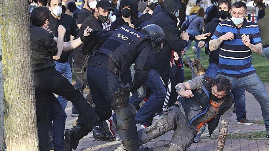 Càrregues policials a l'inici  d'un acte de campanya electoral de Vox a Madrid