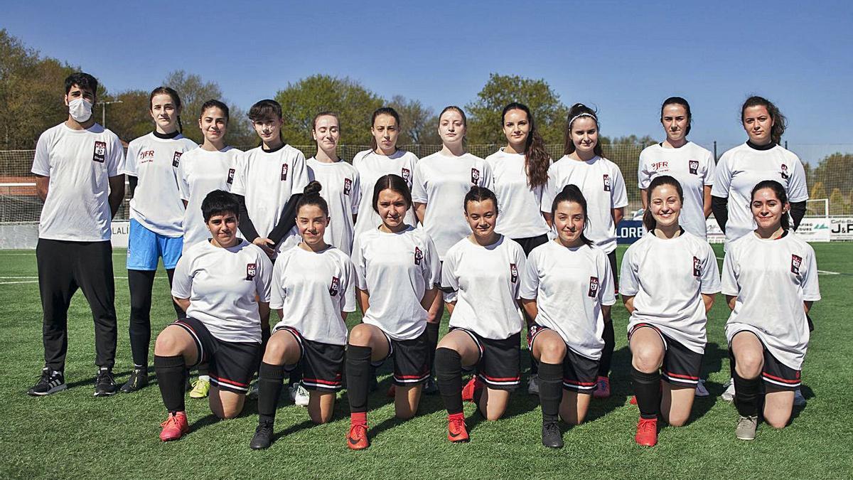 Plantilla del primer equipo femenino de F-11 de la Escola de Fútbol Lalín. |  // BERNABÉ/ANA AGRA