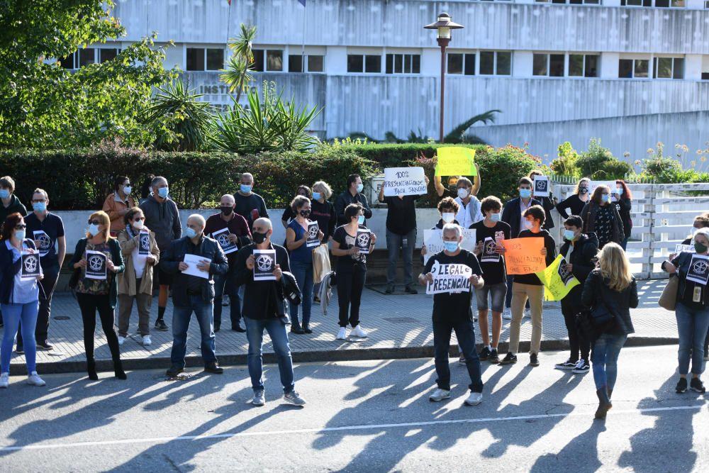 El IES Sánchez Cantón alza de nuevo sus pancartas de protesta
