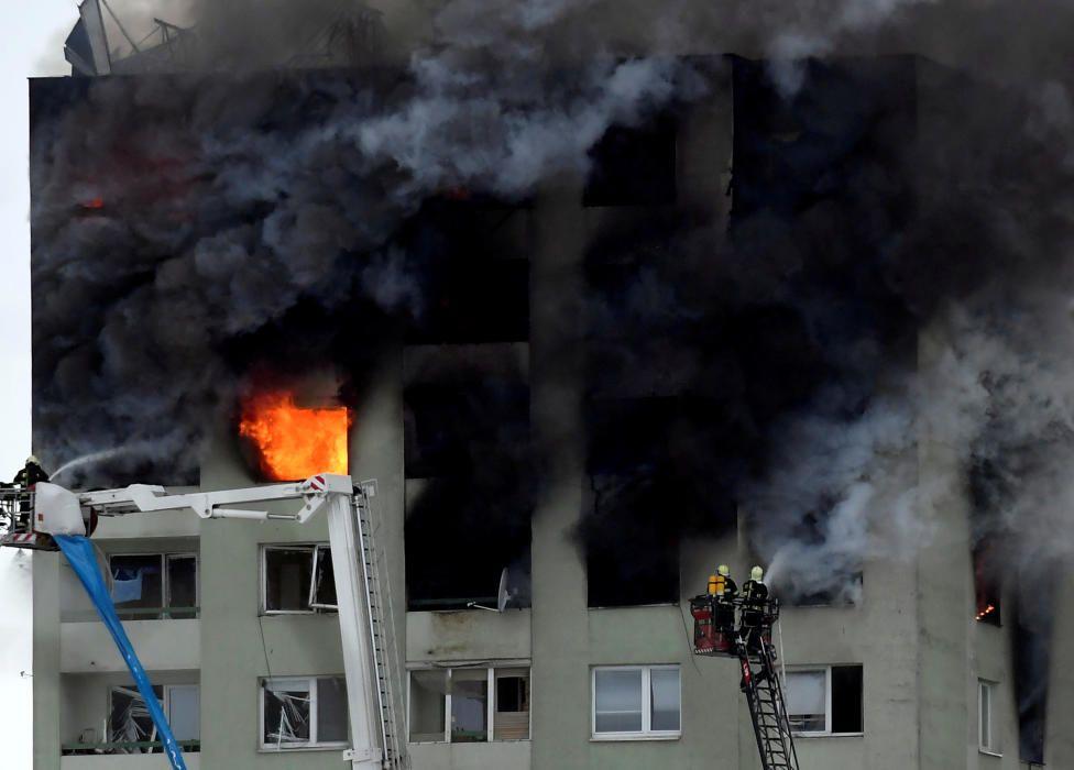Edificio de apartamentos dañado por una explosión de gas en Presov, Eslovaquia. Reuters.