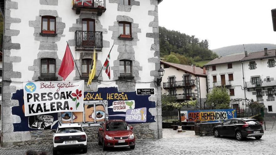 Interior acerca a otros ocho presos de ETA a cárceles más próximas al País Vasco