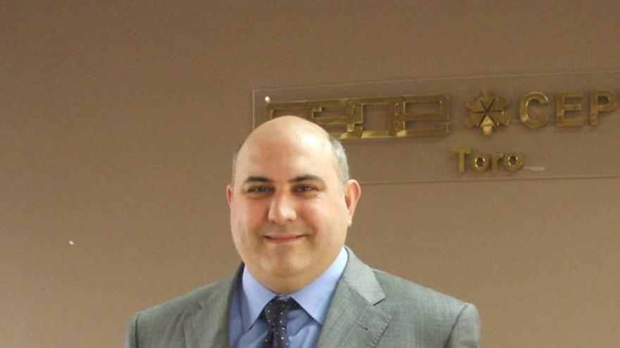 El empresario Elier Ballesteros, premiado por la ONG Compartimos Contigo