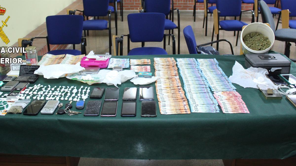 Desmantelada una organización de tráfico de drogas con 7 puntos de venta en Almussafes y Benifaió