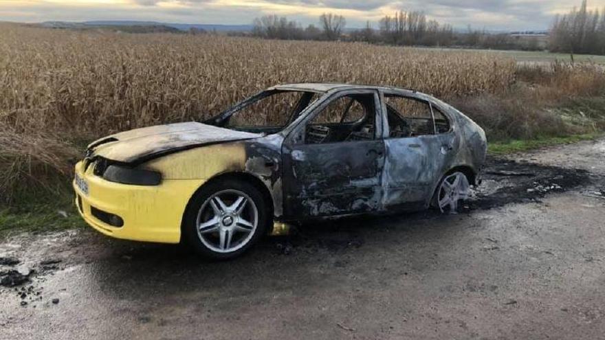 Aparece el coche robado en Zamora calcinado en Alba de Tormes