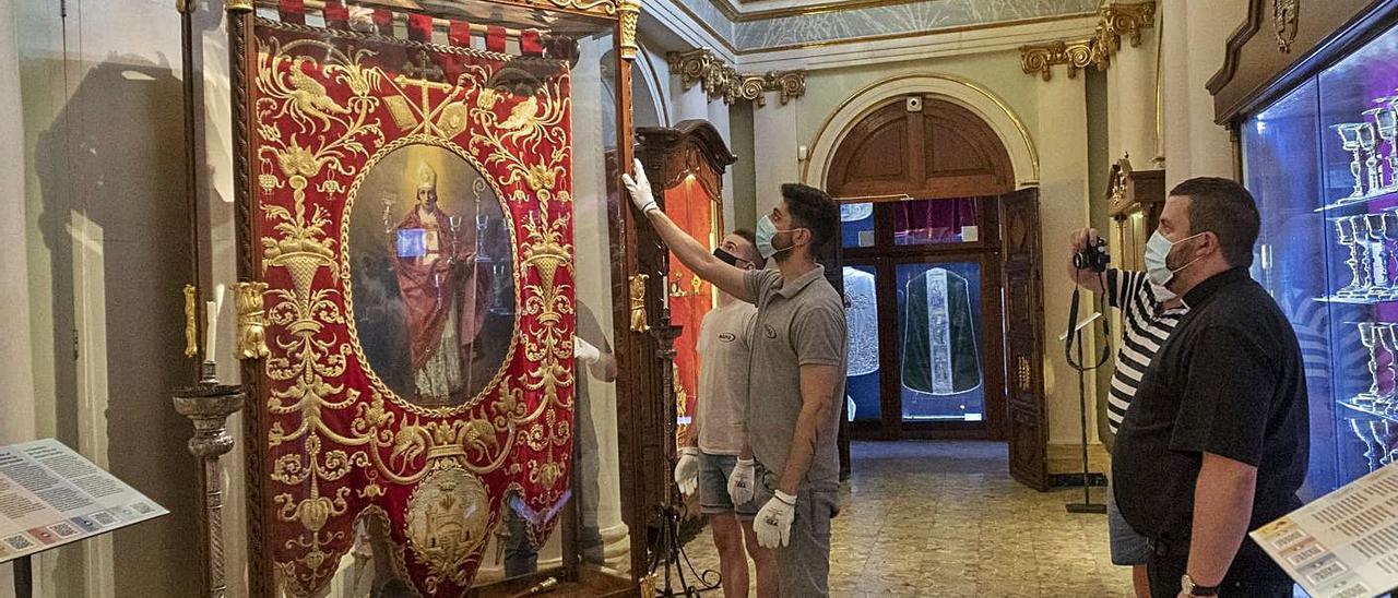 El Guió de Sant Blai en el Museu Parroquial de Bocairent, antes de ser trasladado a Madrid   LEVANTE-EMV