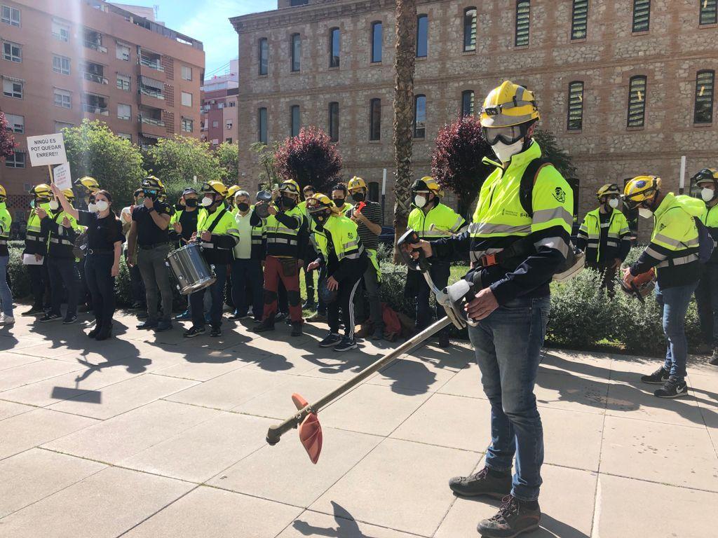 Protesta de los bomberos forestales en València