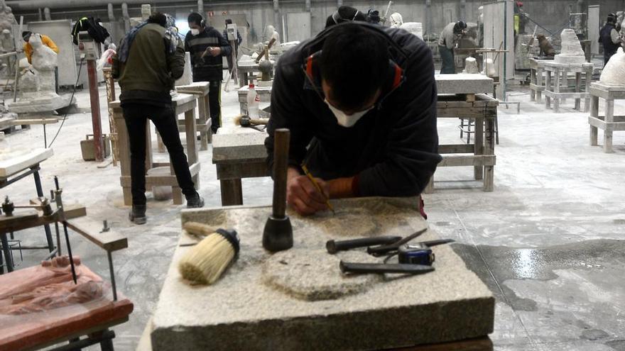 París acoge el ofrecimiento de la Escola de Canteiros para restaurar Notre Dame