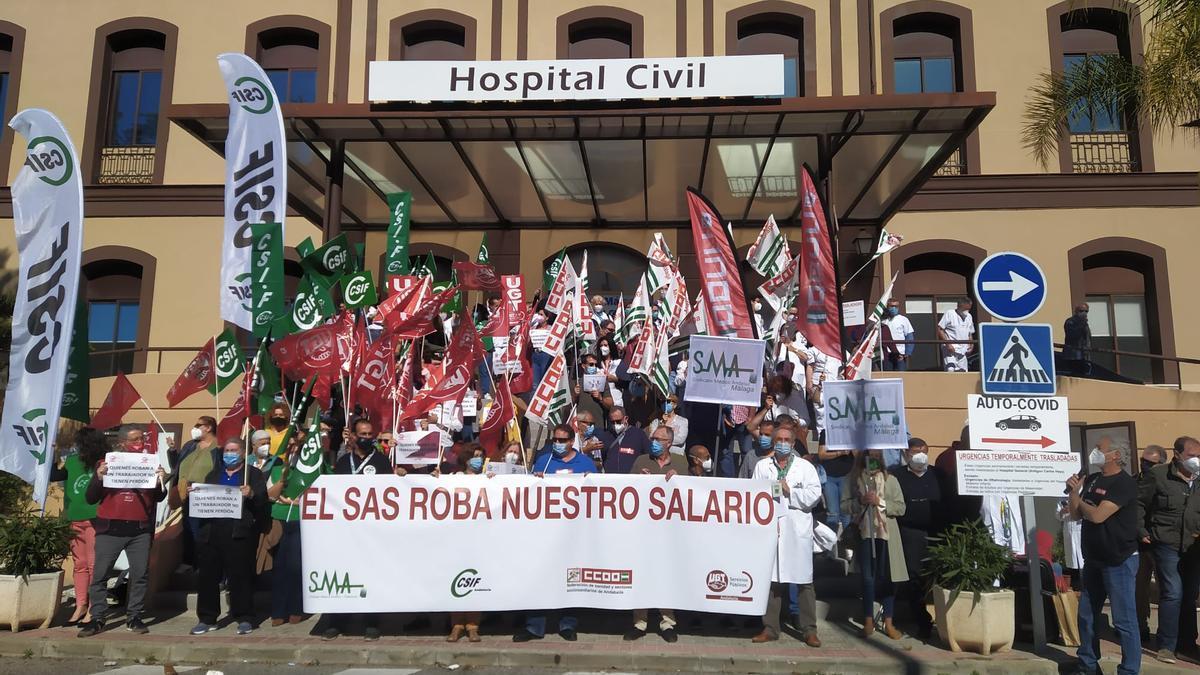 Nuevas concentraciones en los centros sanitarios ante el impago del SAS