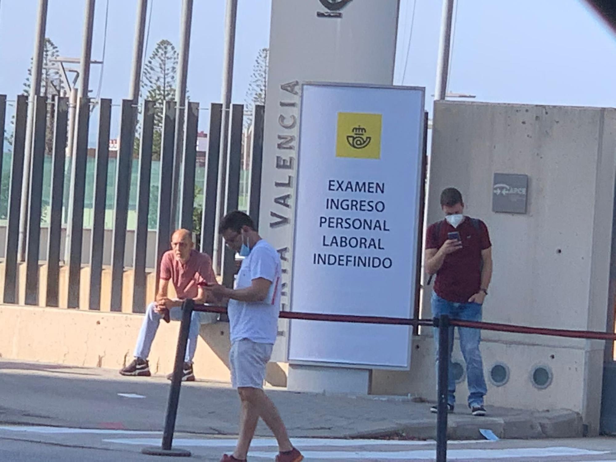 El entorno de Feria València, abarrotado por la oposición de Correos
