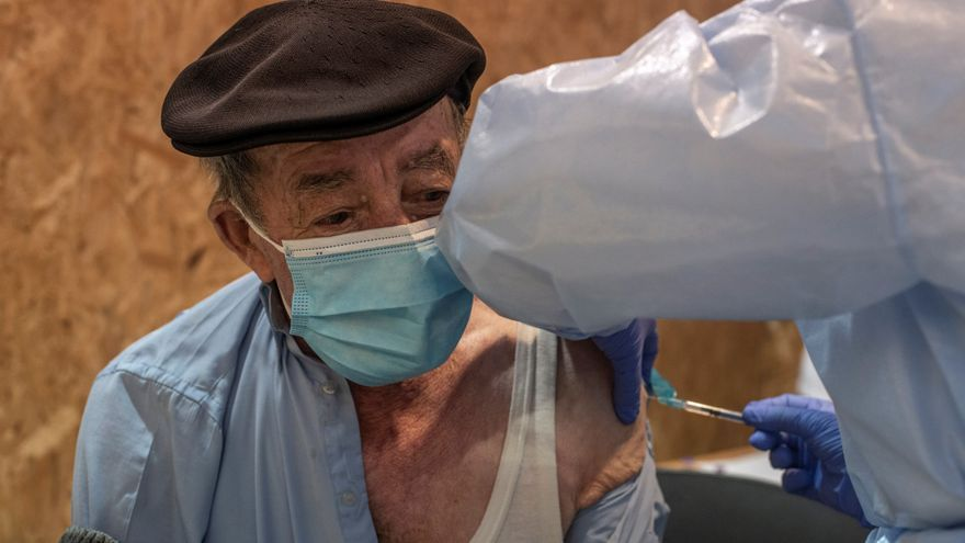 Galicia volverá a citar a los 6.000 mayores de 80 años que rechazaron vacunarse