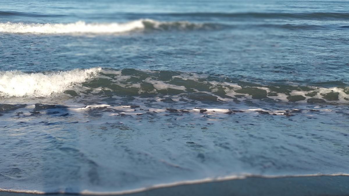 Imagen de la orilla del mar en una playa de Málaga