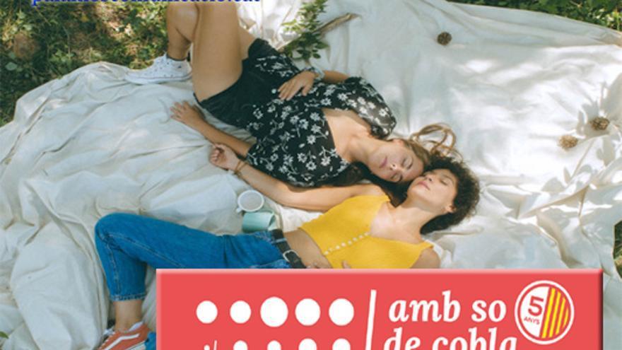 Paula Grande i Anna Ferrer, amb so de cobla