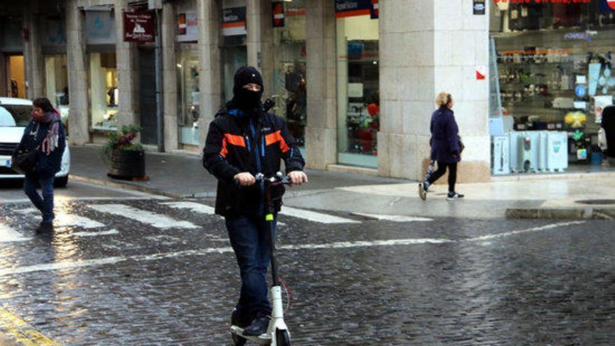 Comencen a sancionar el mal ús dels patinets elèctrics a Figueres