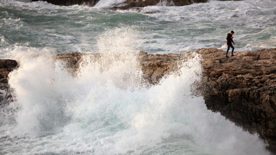 Mallorca y Menorca, en riesgo este miércoles por olas de tres a cuatro metros