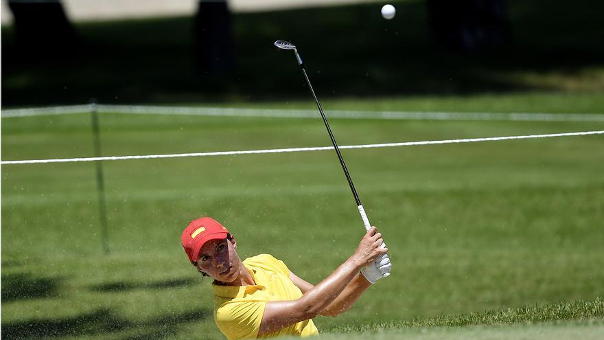 Carlota Ciganda, a dos golpes de la líder en golf