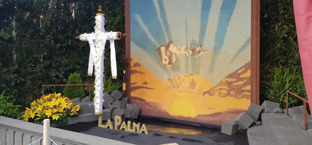 La Palma engalana sus cruces