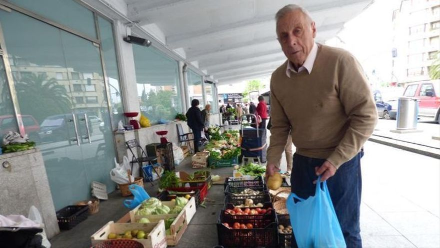 El mercado de los martes pierde a uno de sus clásicos de la plaza, Amador Molleda