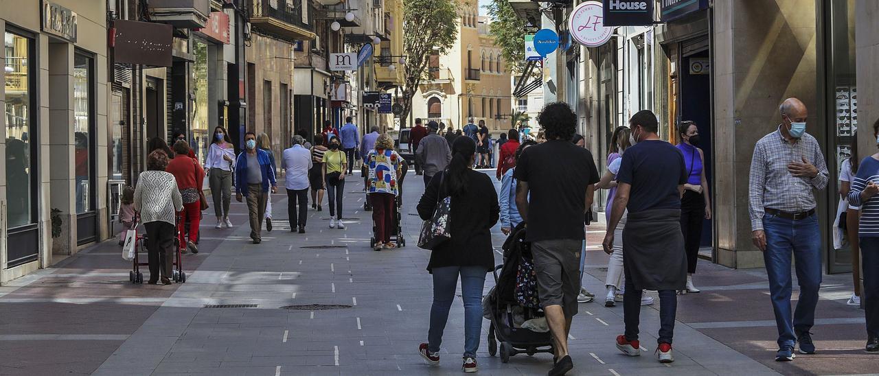 La Corredora ha atraído en los últimos meses a muchas familias que querían pasear por la zona peatonalizada.  | ANTONIO AMORÓS
