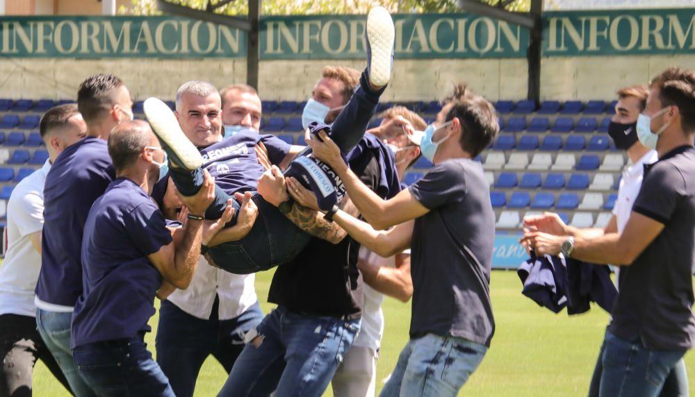 El Alcoyano celebra el ascenso a Segunda B