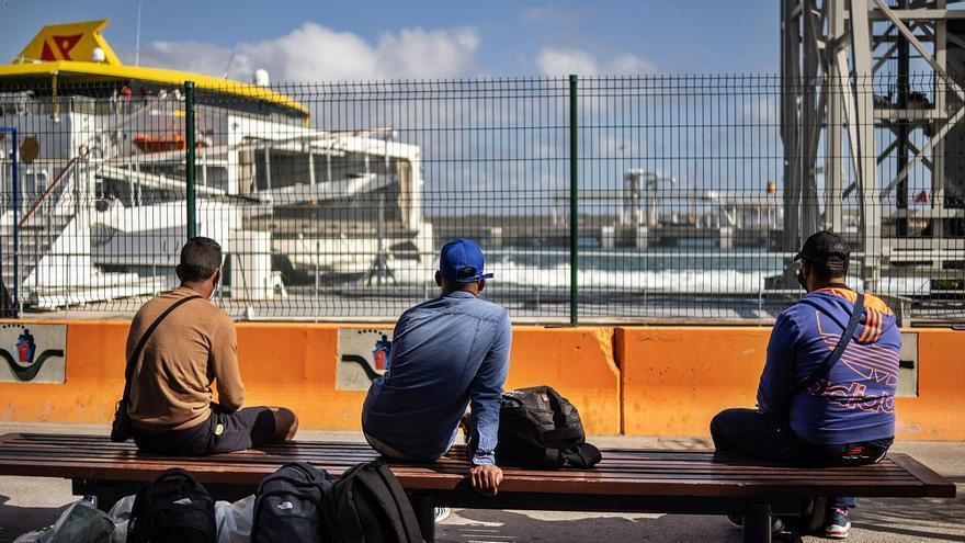 Cruz Roja lleva a un hotel  del Sur de la Isla a 41 migrantes
