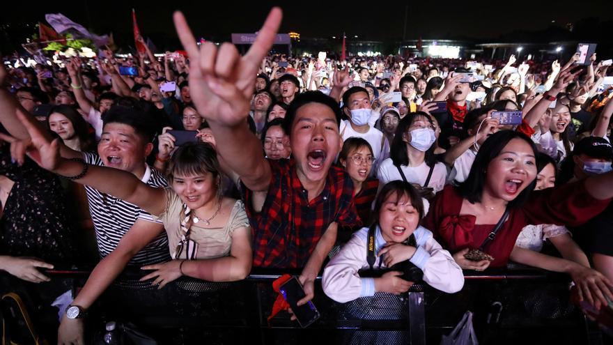 Wuhan celebra un macrofestival de música con miles de jóvenes sin mascarilla ni distancia de seguridad