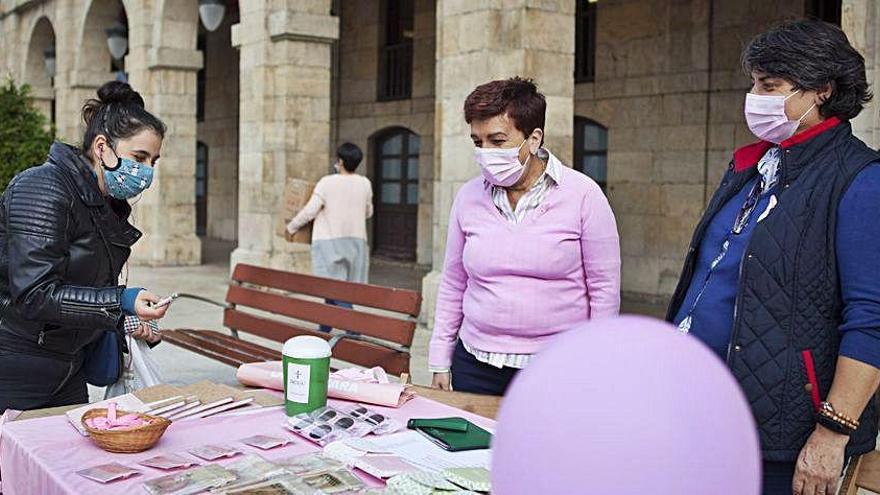 La comarca se tiñe de rosa en el Día del cáncer de mama