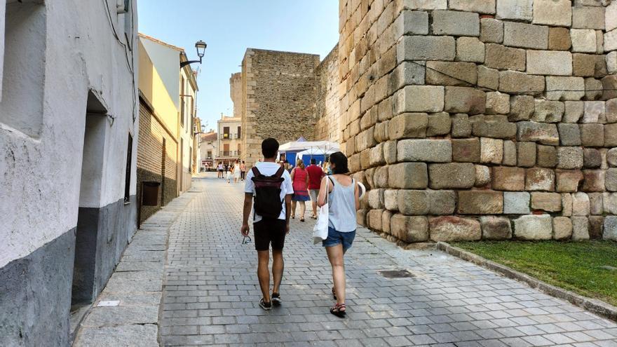 El Ayuntamiento de Coria demolerá varias casas junto a la antigua muralla romana