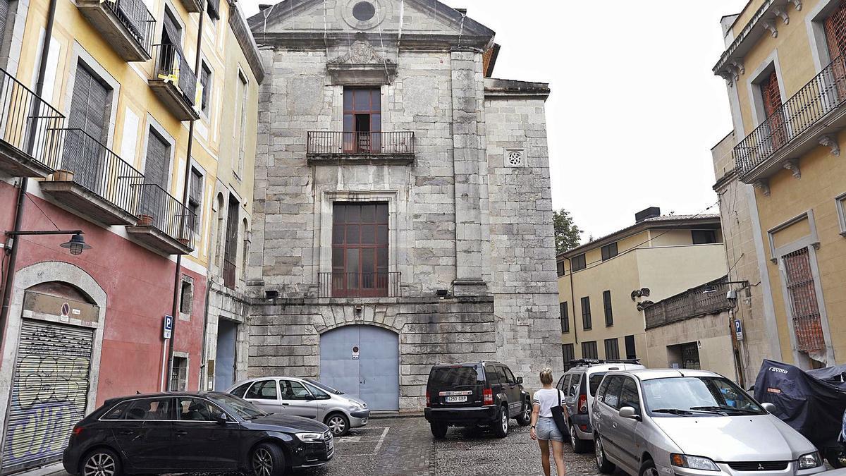 La plaça de Sant Josep amb l'edifici de l'Arxiu Històric al fons.  | ANIOL RESCLOSA