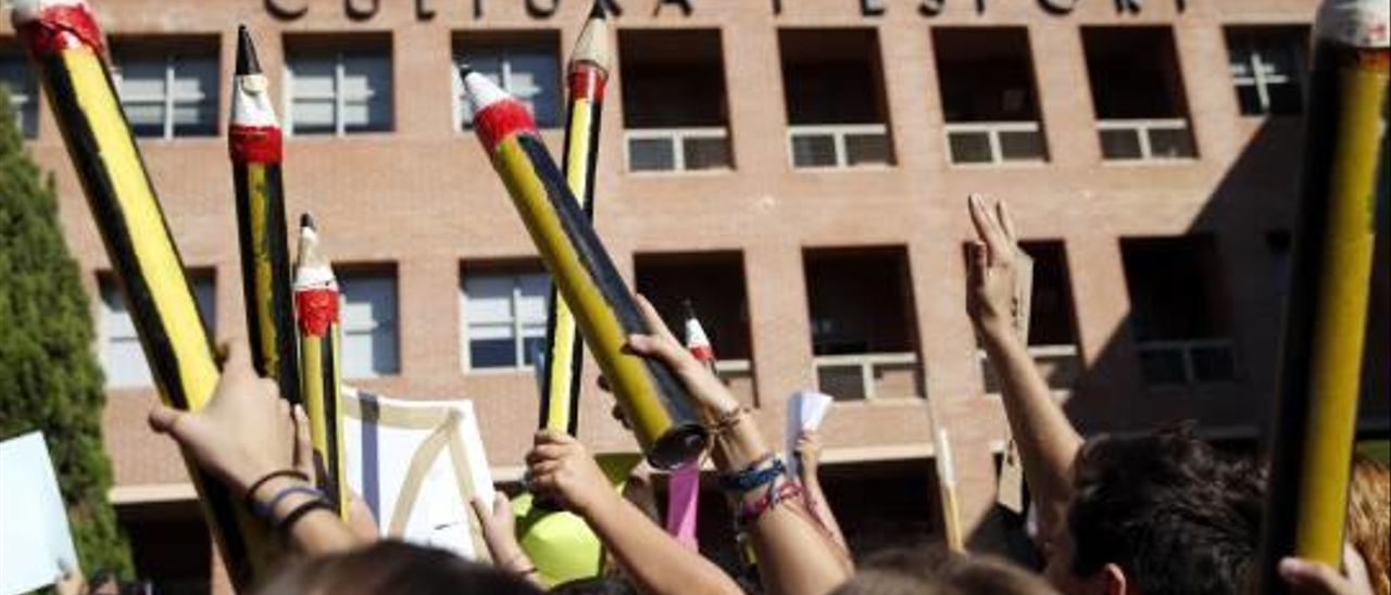 La Guardia Civil investiga a 30 colegios concertados por fraude en las nóminas