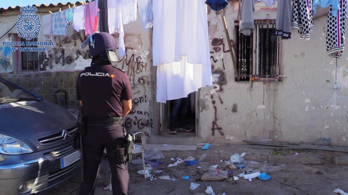 BALEARES.-El SUP denuncia una agresión por parte de unas 80 personas a varios policías nacionales en Son Banya