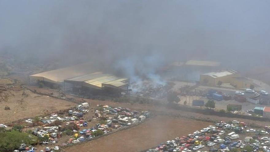 Nube tóxica en El Hierro por un incendio
