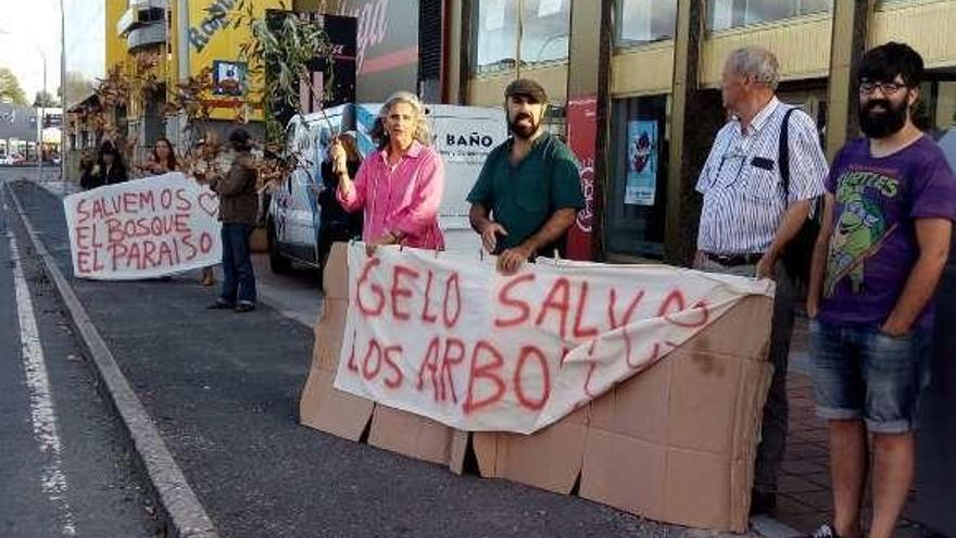 """Vecinos de O Paraíso reúnen más de 750 firmas para """"salvar"""" el bosque"""