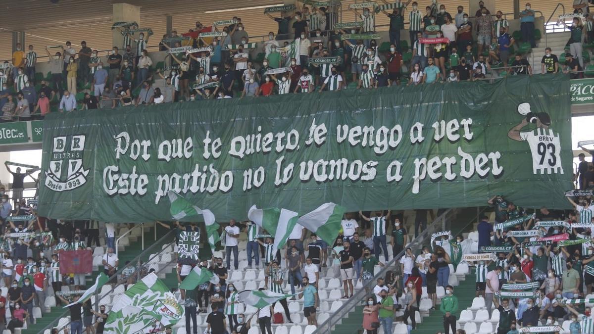 Pancarta en El Arcángel para recibir al Córdoba CF en el partido ante el San Fernando.