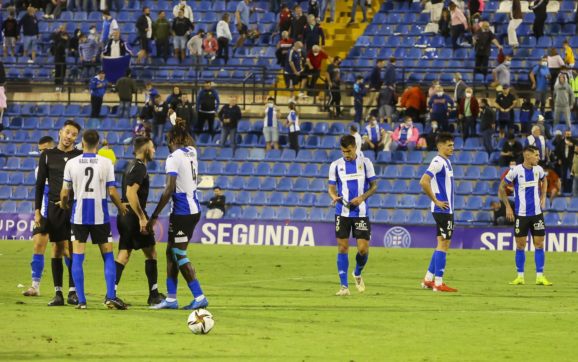 El Rico Pérez se harta del equipo: así se vivió en el estadio el Hércules - Atlético Levante